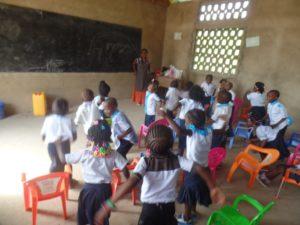 Classe de maternelle à Boma